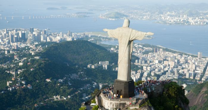 Dont Look Down Man Takes Unbelievably Epic Selfie On Top Of - Guy takes epic selfie top christ redeemer statue brazil