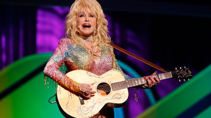 Dolly Parton is on the Late Late Show tonight