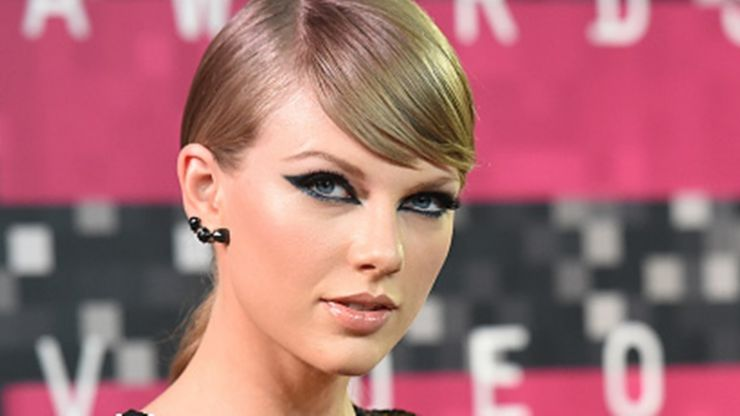 Taylor Swift Shoots Down Marriage Rumours with Brilliant Tweet