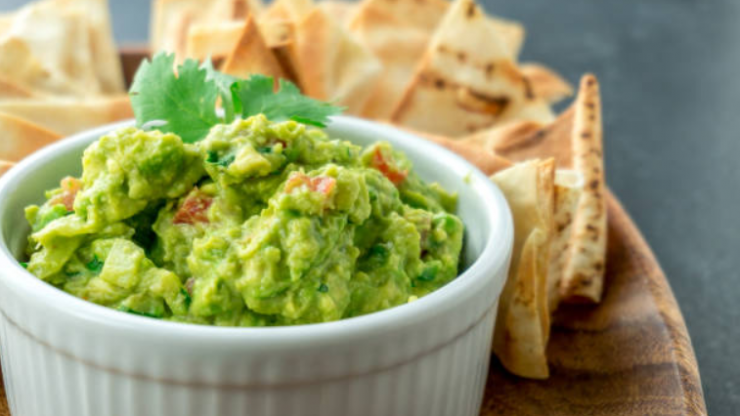 This quick and easy BACON guacamole is all we want to eat this week