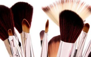 This Tip To Clean Your Makeup Brushes In Seconds Is A Life Saver