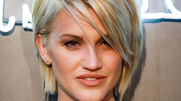 Ashley Roberts Gets New Do... Looks Like Frenchie Out of 'Grease'