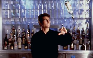 11 Surefire Ways To Get Served Quicker At The Bar