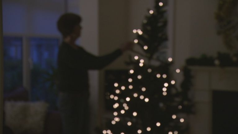 heres the correct way to put fairy lights on your christmas tree