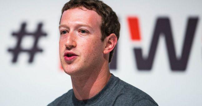 Somebody noticed three creepy things in this photo of Mark Zuckerberg
