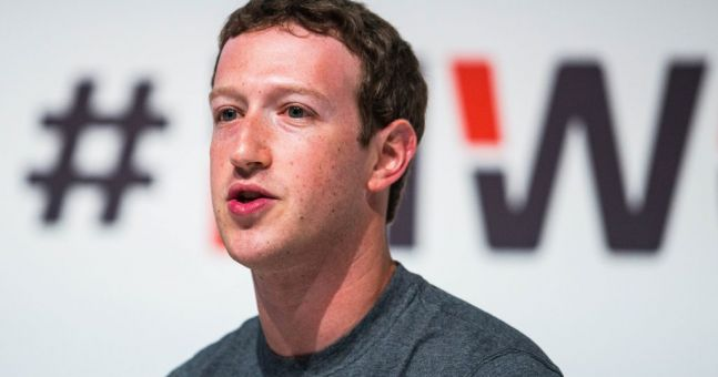 Somebody noticed three creepy things in this photo of Mark Zuckerberg