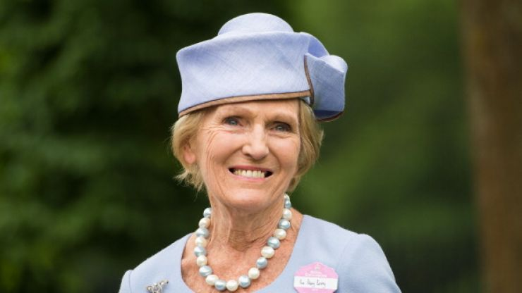 Mary Berry unveils new chic hairdo and the internet is going wild for it