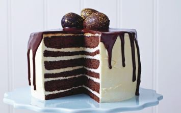 This Chocolate And Vanilla Drizzle Cake Looks A-MAZ-ING