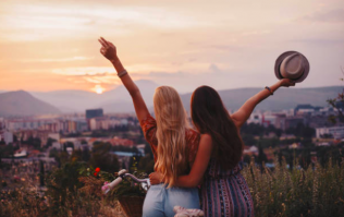 10 things you can do to reconnect with your busy bestie this summer