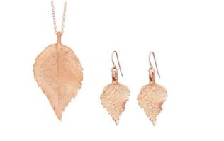We're giving away this gorgeous 18k rose gold Chupi jewellery set