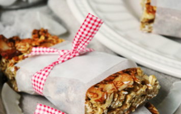 These tasty coconut granola bars are gluten and sugar-free