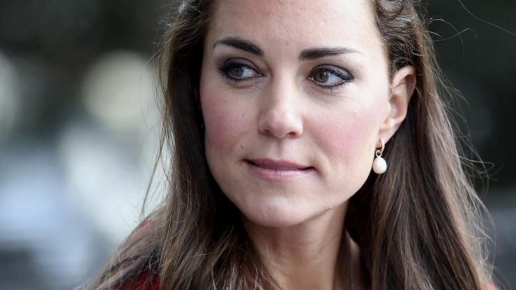 Sales of Duchess Kate's €65 white runners have recently DOUBLED!