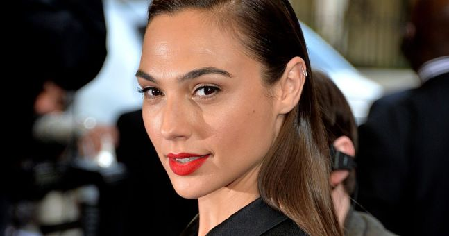 Gal Gadot wore these €27 flip flops to the Wonder Woman premiere