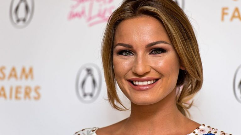 Sam Faiers just revealed her new BUBBLEGUM pink hair, and we actually love it