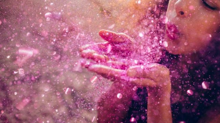 This super simple trick for cleaning up glitter is actually GENIUS