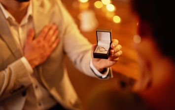 Woman unhappy with engagement ring - the internet reacts