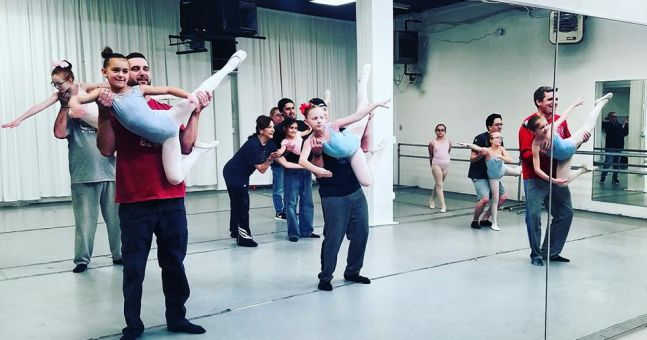 This daddy-daughter ballet class couldn't possibly get any cuter