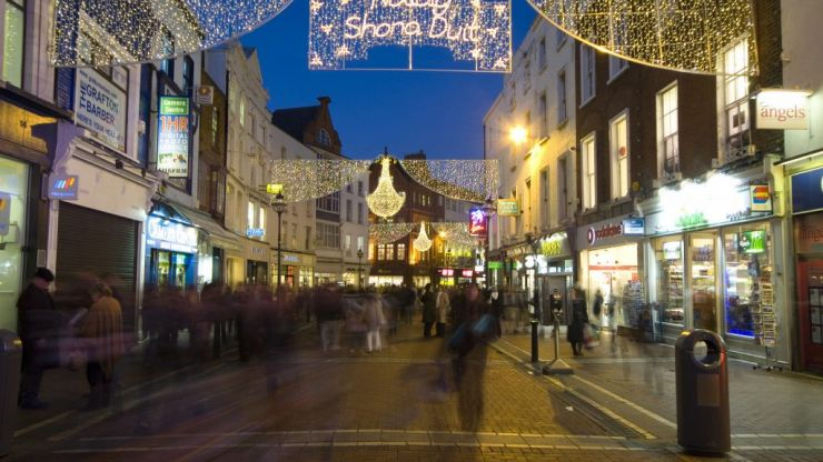 Hugs 'shouldn't be allowed' when families gather for Christmas festivities