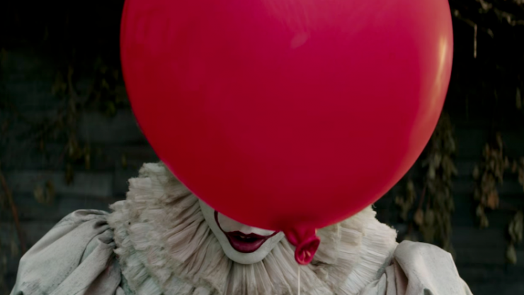 This guy hid Pennywise the Clown in all his sister's engagement photos