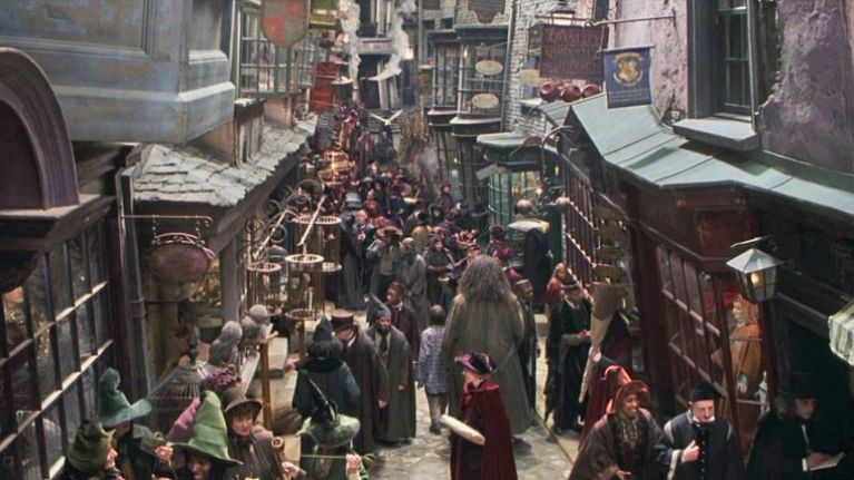 This family turned their driveway into Diagon Alley and it's just magical