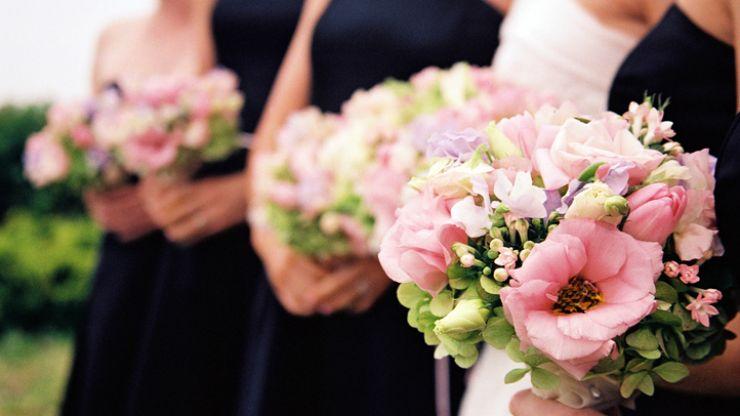 Bride demands bridesmaid dye her 'vibrant' hair as it doesn't match her wedding's colour scheme