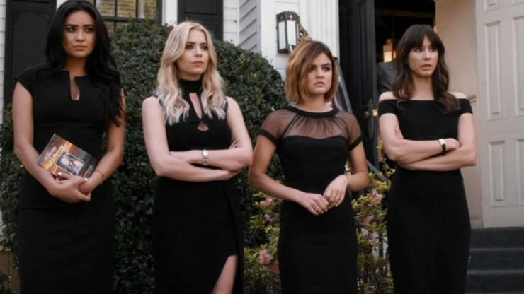 One of the stars of Pretty Little Liars has joined the Roswell reboot