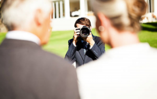 Guy wants to know if wedding photographer hates him because of this