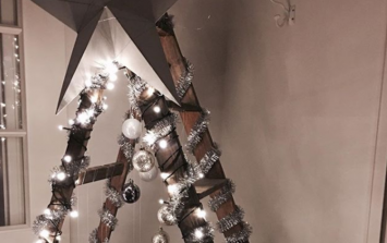 People are turning their LADDERS into Christmas trees and we love