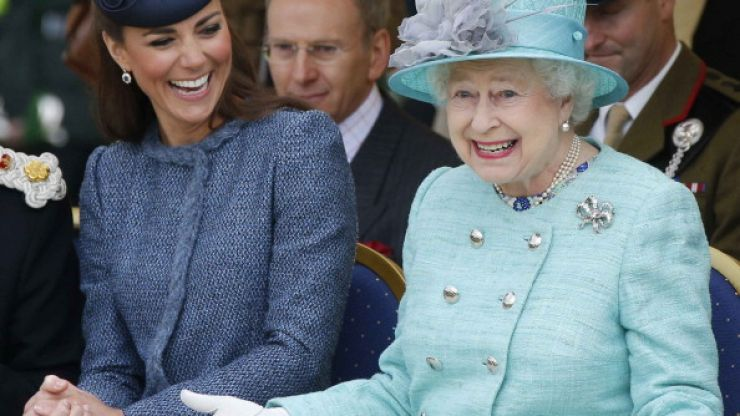 There is the really impressive reason why Queen Elizabeth always carries a handbag