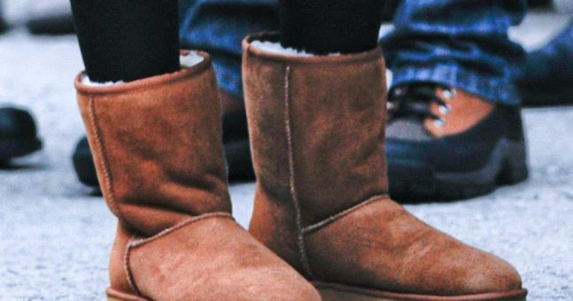Woman wears Uggs to the airport... is refused entry into airline lounge