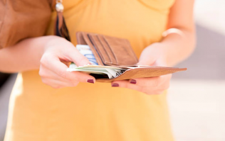 Study finds that having money makes you really self-centred