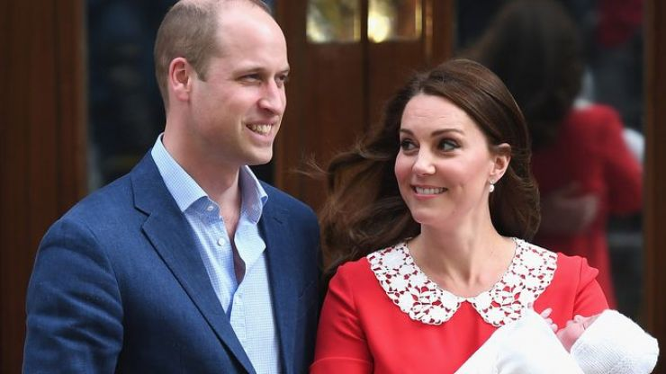 A magazine photoshopped William and Kate... and it's woefully cringey
