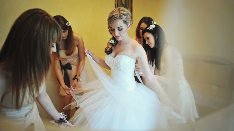 Bride demands bridesmaids pay €2,500 for the 'honour' of being in her wedding