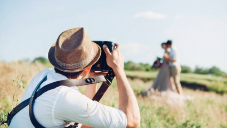 42dd4c04b1b Wedding photographer says this is the biggest sign that a marriage won t  last