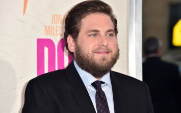 Jonah Hill dyed his hair bright pink and yeah, we're kinda into it