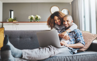Couples who earn the same amount of money are happier together