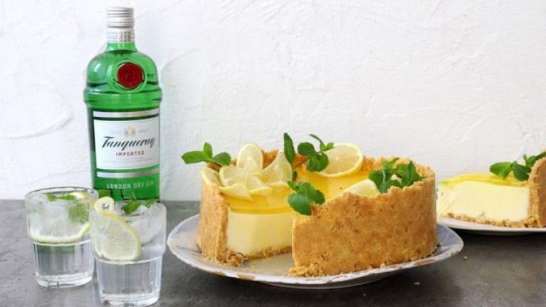 This gin and tonic cheesecake recipe is absolutely DIVINE