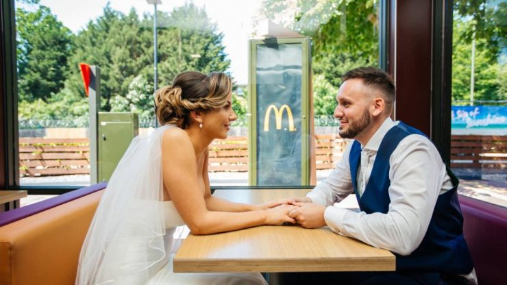 This couple got married in McDonalds, because why the hell not?