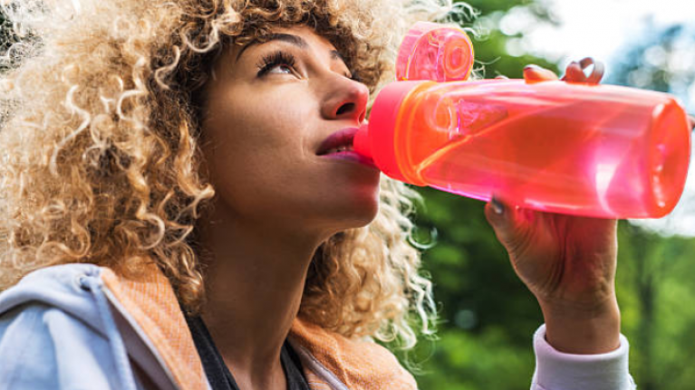 How to tell if you're drinking enough water when it's really hot out
