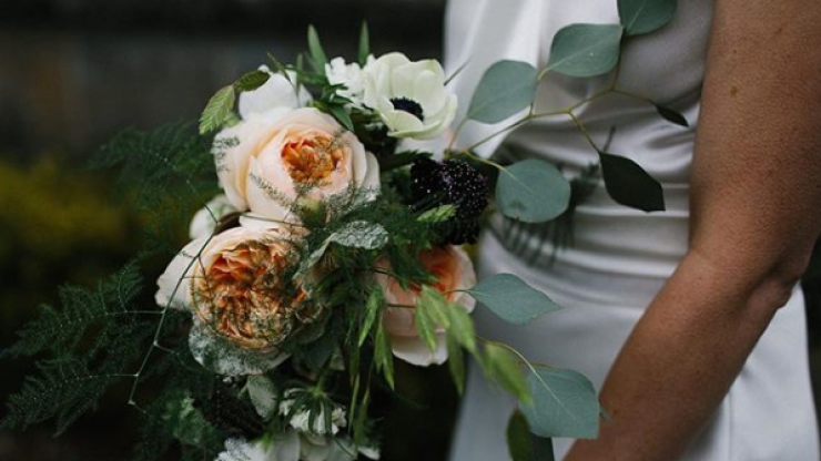 This wedding florist will deliver anywhere in Dublin for a flat-rate at just one week's notice