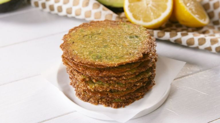 These avocado crisps are healthy, easy to make and SO delicious