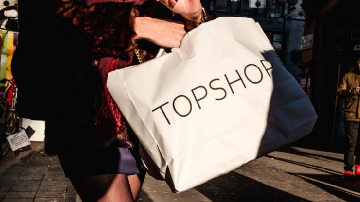 We are absolutely in LOVE with this incredible €13 dress from the Topshop sale