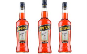 Aperol Spritz ice-pops are here and they are ridiculously straight-forward to make