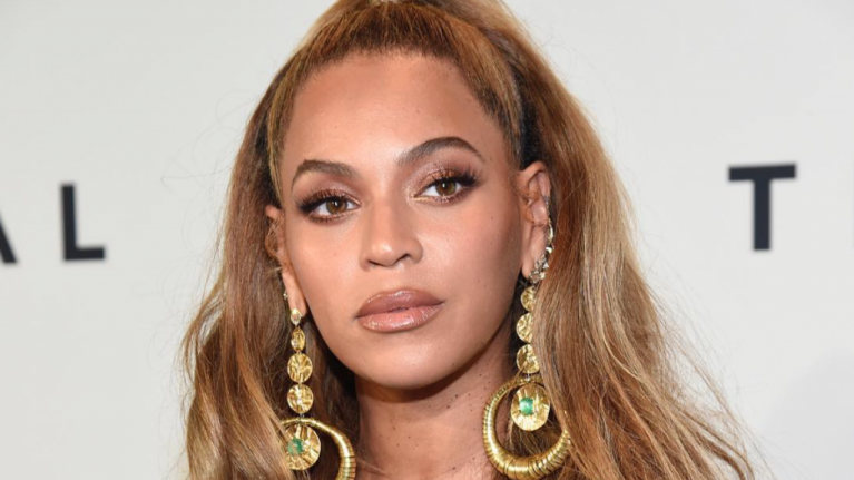 Beyoncé just revealed a brand new hair colour, and we are totally OBSESSED