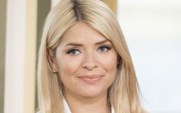 Holly Willoughby is wearing this GORGE €68 Topshop dress today and we LOVE it