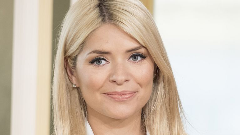 Holly Willoughby wore the cutest €150 skirt this morning, and it would be perfect for Christmas Day
