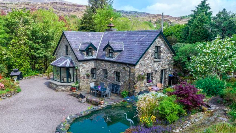 This secluded cottage for sale in Kerry has an ocean view and YES, we're totally sold