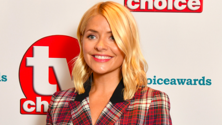 A lot of people really HATED Holly's look at the TV Choice Awards last night