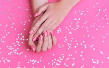 The one thing you're doing that is totally ruining your shellac or gel manicure