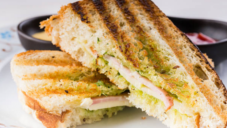 Hungover? The 8 minute garlic bacon toastie is what you absolutely NEED